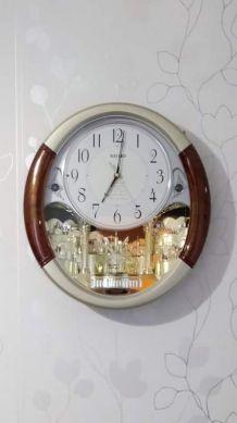horloge murale musicale animée