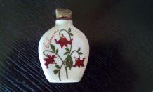 Petit flacon parfum ancien en porcelaine