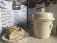 Ancienne terrine à foie gras en faïence