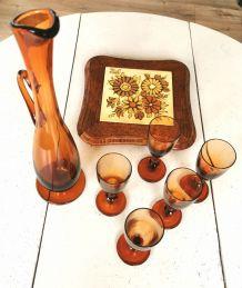 Service carafe et ses 5 verres à pieds