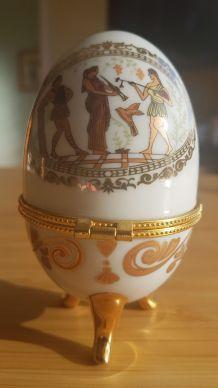 oeuf en porcelaine décor antique