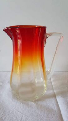 Pichet verre flammé rouge, orange, jaune, vintage