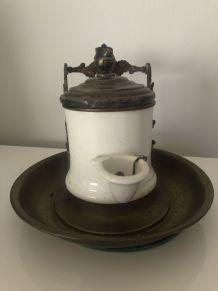 Encrier à pompe en porcelaine et laiton XIXème