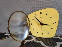 pendule vintage formica jaune Vedette avec cadran en verre