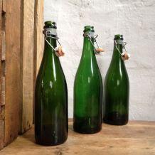 Trio de bouteilles anciennes