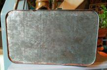 Ancienne boîte en tôle lithographiée