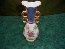 petit vase en porcelaine