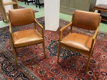 Paire de fauteuils scandinaves des années 70 en skaï