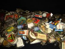 lot environ 300 porte clés anciens