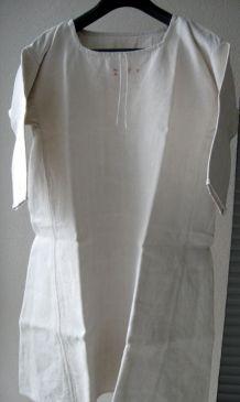 Anciennes chemises en toile avec monogramme Z P