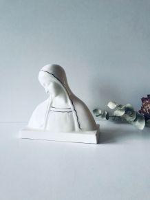 Vierge ancienne en céramique blanche