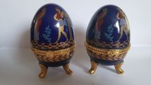 oeufs fond bleu décor antique