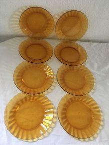 Huit assiettes dessert ambrées style marguerite.