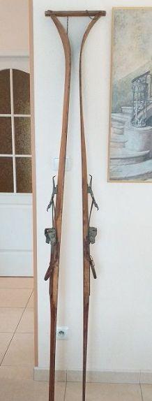 Authentiques skis alpins en bois 1930