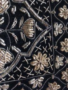 Sac à main Art Deco années 40 en velours noir – broderie mét