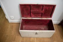 Coffre ancien en bois vintage, caisse à outils