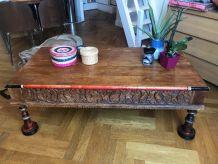 table basse en bois sculptée