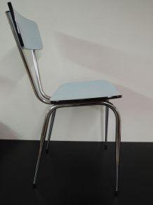 Chaise en formica bleue