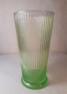 Vase cannelé en verre Ouraline bullée et cannelévintage