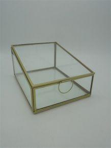 Boîte vitrine en verre et laiton