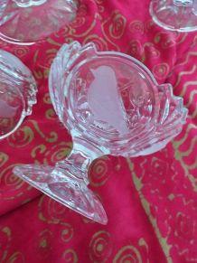 SAladier sur pied et 5 coupes en cristal ciselé