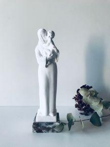 Vierge et enfant en plâtre blanc