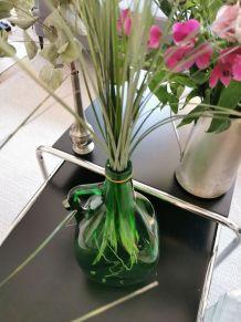 Ancienne bouteille en forme d'olive verte