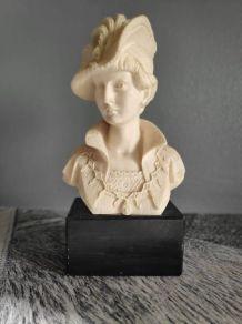 buste de femme élégante au châpeau en albâtre et socle noir