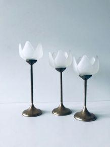 Ensemble de 3 bougeoirs fleurs verre et laiton