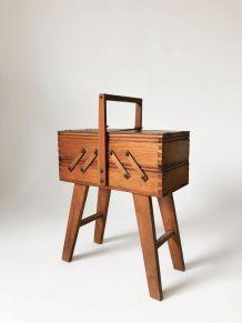 Travailleuse vintage en bois pieds compas.