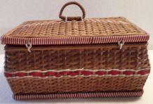 boite a couture en osier et scoubidou années 60