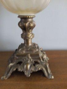 Lampe à pétrole en bronze et verre décoré