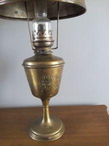 Lampe à pétrole tôlée et cabochons en verre