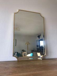 Grand miroir biseauté en laiton, Italie, années 60