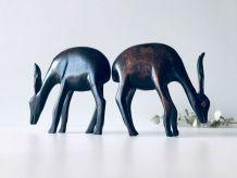 Paire d'antilopes en bois