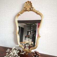 Miroir rocaille doré à la feuille d'or.