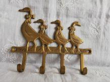 Plaque accroche torchons, clés décor canards en laiton