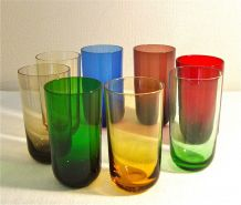8 verres-gobelets colorés