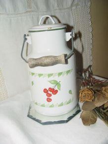 Pot à lait vintage à décor de cerises