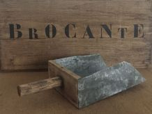 Ancienne écope de bateau en zinc et bois