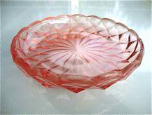 Assiette en verre rose