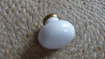 Ancienne poignée de porte en porcelaine blanche forme bouton