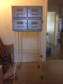 Fichier métallique 4 tiroirs sur pieds métal et tablette ver