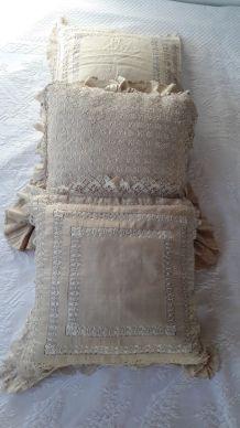 3 Coussins anciens Années 1900 brodés Soie beige