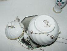 Sucrier en porcelaine blanche et or