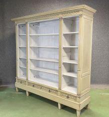 Bibliothèque ouverte en chêne patiné début XXème