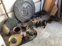 Lot de cuivre , moulin à café , lampe à, fer à repasser etc