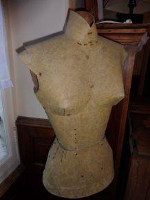 Mannequin professionnel sur support bois /1950