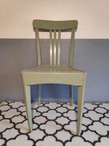 chaise de bistrot en bois peint vert clair