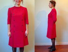 robe trapéze crêpe rouge cerise bouton devant M vintage 1960